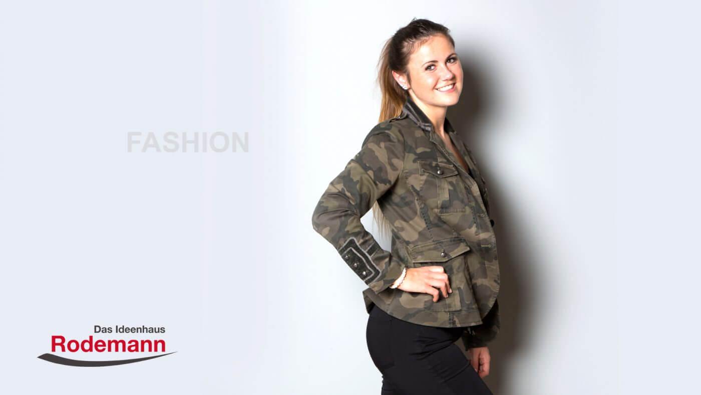 Blazer im Army-Look