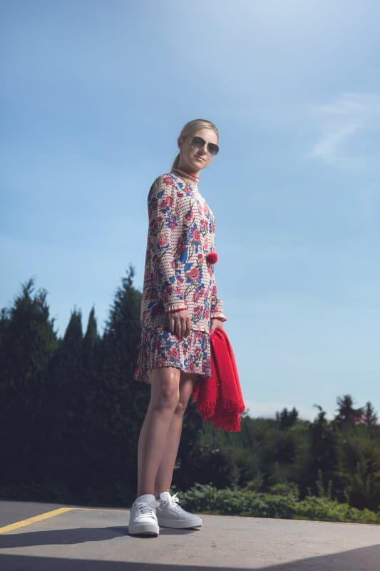 Herbstmode August Kleid Rich and royal, Schuhe womsh, Schal bluestars, Kette Natures Collection(3)