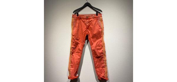 Orangefarbene Hose von Barbone